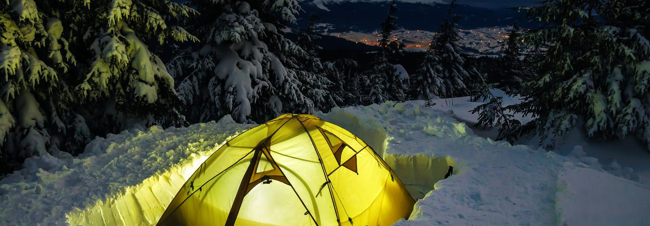 Camping-tent-on-snow